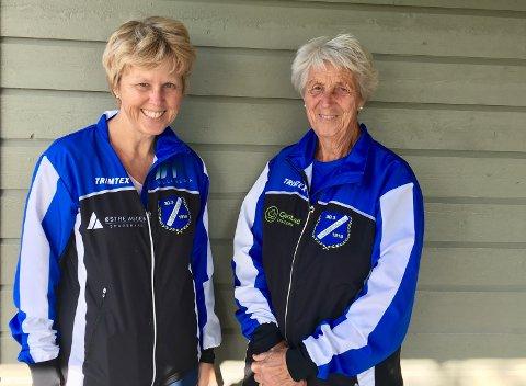 Karin og Berit Eskeland går turmarsj for å støtte idrettslaget.