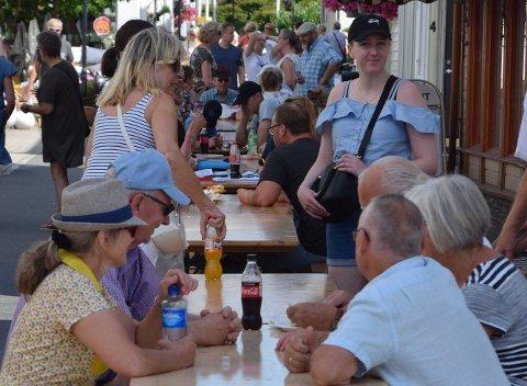 2019: Det var folksom under Laksefestivalen sommeren 2019. Sommerens festival er avlyst.