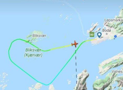 Widerøe-maskinen som lettet fra Bodø lufthavn fredag kveld måtte ta en u-sving og returnere til flyplassen etter at en varsellampe begynte å lyse. Foto/skjermdump: Flightradar