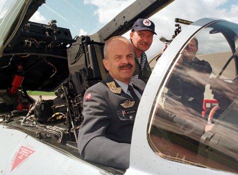 Daværende generalinspektør i Luftforsvaret Per-Oscar Jacobsen, fotografert i 1998.