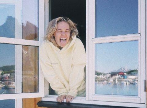 Youtube-profilen Cornelia Grimsby har flyttet tilbake til Lofoten etter mange år i Oslo og utlandet.