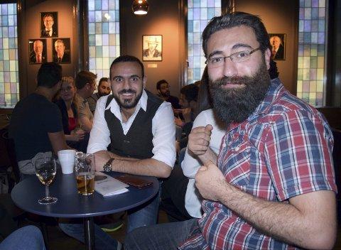 Alaa Sami (f.v.), Mohammad Alkourdi og resten av paneldeltakerne mente at tre timer var altfor lite tid for å snakke om Syria og integrering. Diskusjonen fortsatte, sammen med deler av publikum, over ølkrus og kaffekopper utover i kveldstimene på Kvarteret torsdag.