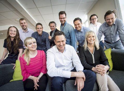 Stemningen var god da Monobank, forløperen til BRAbank, startet opp i mai 2015. Nå er situasjonen i markedet tøff for utlånsbanken, bekrefter administrerende direktør Bent Gjendem (i midten foran). FOTO: VIDAR LANGELAND