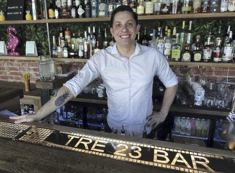 TRE23: Ved Grieghallen har Antonie Fonseca åpnet sin første cocktail-bar. Den erfarne bartenderen vil skape byens beste baropplevelse med egenkomponerte drinker. Foto: Katrine Nordanger Mjelde