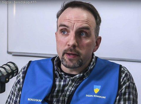 TAR GREP: Beredskapsleder Henrik O. Mørch og Sigdal kommune oppretter en åpen linje for å svare på spørsmål rundt koronautbruddet.