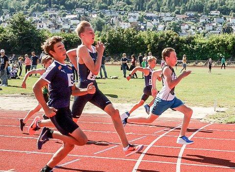 LØPER INN TIL GULL: Wilhelm Bråthen Svendsrud løp 60 meter med tiden 8.42 under Elvelekene i Drammen. Han vet han kunne gjort det raskere.