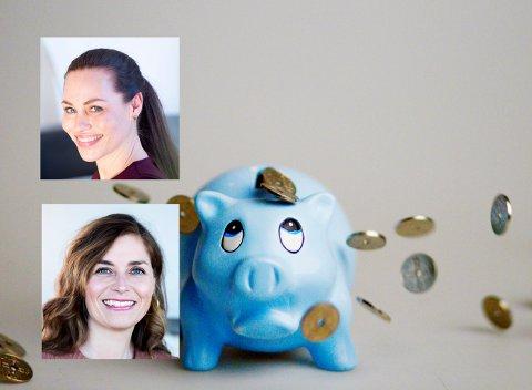 OSLO 20080226: Sparegris. Penger. Pengesekk. Penger på avveie. Sparing. Bruk av penger. Økonomi. Sløsing. Økonomistyring. Lyseblå. Trist. Sparebøsse. Foto: Sara Johannessen / SCANPIX