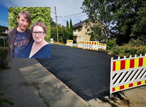 OPPGITTE: Rachel (36) og Øyvind (33) Thomassen synes de burde fått beskjed om asfaltarbeidet torsdag kveld som foregikk i Skogerveien.