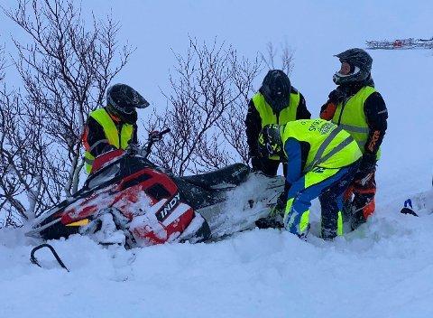 Elevene som er på scooterkurs med Honningsvåg trafikkskole denne uken, måtte rømme inn på hytta til lærer Håkon Varmedal når været eksploderte.
