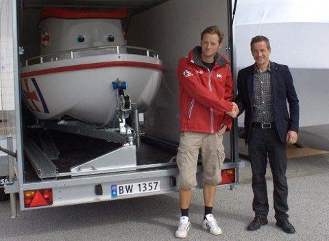 Frå dåpen av Eliasbåten i juli i fjor. No finn ikkje Martin Malkenes i Redninsselskapet nøkkelen til hengaren. Arkivfoto.