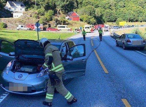 FRONT MOT FRONT: To bilar kolliderte på rv.5 mellom Eikefjord og Florø onsdag.
