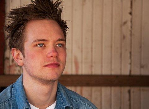 FIKK JOBB: Truls Espen Knutsen har slitt med å få fast jobb i tre år. Etter å ha lagt ut en åpen søknad på Facebook, har han endelig fått napp. Nå har han fått fast jobb hos dekkbedriften Bodahl-Johansen AS.