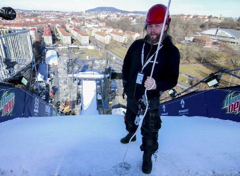 LUFTIG: Prosjektledelse og kulisser i forbindelse med X-Games i Oslo er bare én av de mange oppgavene Måneproduksjoner har hatt. På bildet Paul Ødegaard fra Måneproduksjoner  i Tøyenparken i forbindelse med fjorårets leker.