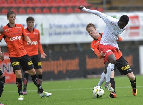 SKAPTE LITE: Mos N'Diaye og FFK skapte svært lite mot Åsane på Myrdal Stadion, men fikk med seg ett poeng hjem til Plankebyen. Foto: Eirik Hageæter, BA