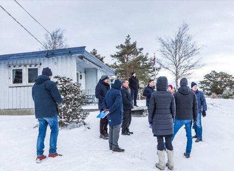 Fra kommunens befaring på hytta en iskald dag i vinter.