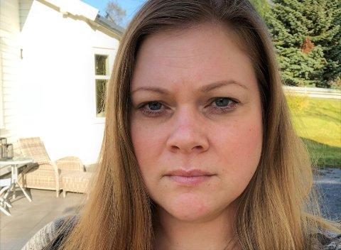 REAGERER NEGATIVT: – Jeg klarer meg bra økonomisk etter at jeg ble enke, men jeg reagerer på at regjeringen foreslår å fjerne etterlattepensjonen for alle, sier Stine Mari Fuglerud fra Raufoss.
