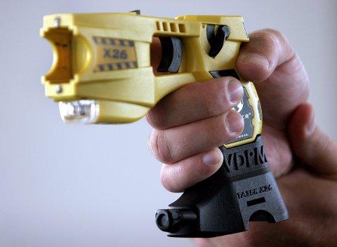 ELEKTROSJOKK: Troms politidistrikt er blant fire politidistrikter som skal prøve ut elektrosjokkvåpen. Her er en såkalt taser som brukes av politiet i USA.