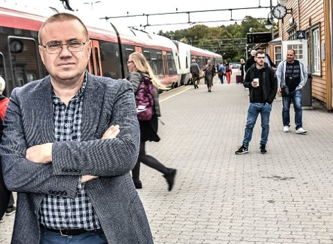 SVARER PÅ KRITIKKEN: – Jeg har heiet på godsterminalen fra første dag, men løsningen sitter på utsiden av fylkeskommunen. Derfor melder vi den nå inn i Nasjonal transportplan, sier Arve Høiberg, leder av samferdselsutvalget i fylkestinget.