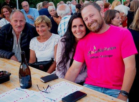 Ingvald Aarsand saman med kona, Tone Ekkje. Det andre paret på bilde er svigerforeldrene til Ingvald, Solveig Ekkje og Olav Kåre Ekkje.