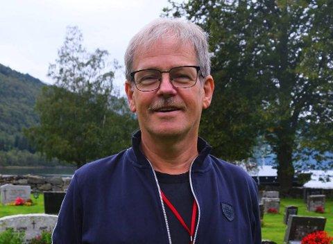 PREST:Johannes Hystad Pettersen er nyansatt sogneprest i Kinsarvik og Eidfjord. Han jobbet som prest i starten av karrieren, tre år på Haakonsvern og fem år i Ålvik. Etter 22 år som datautvikler setter han nå pris på å være tilbake i presteyrket. Foto: Sigrid Hallanger