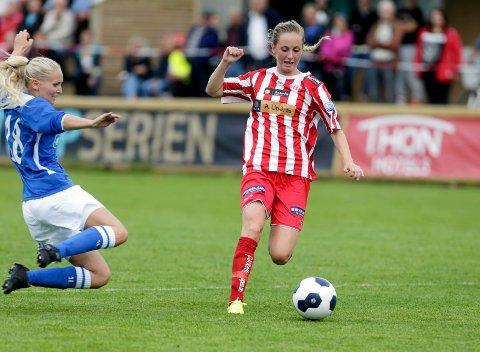FORRIGE MØTE: Avaldsnes og Haugar møttes sist i cupen i 2014. Da ble det 8-0 til Avaldnes. Her ser vi Helene Breitve og Hanna Dahl i aksjon i den kampen.