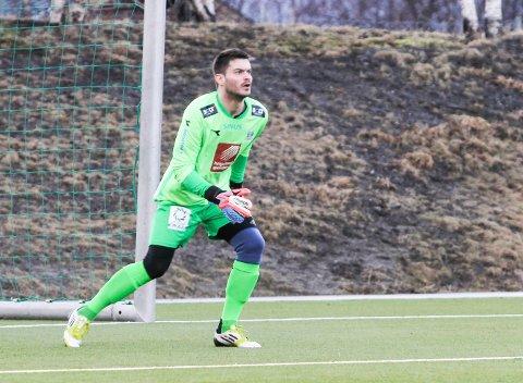 TRENGER JOBB: Vitalijs Artjomenko kan bli Mosjøen ILs nye keeper, om han bare får seg jobb i byen. I 2016-sesongen gjorde han sakene sine godt for Sandnessjøen.
