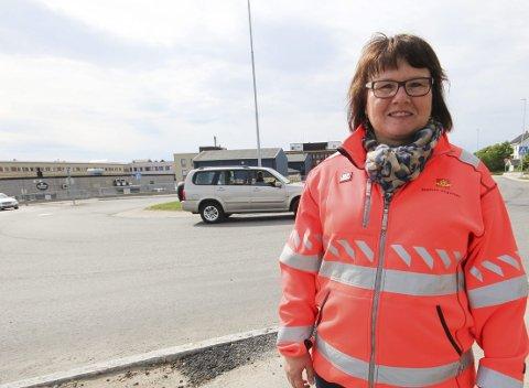 KONTORSTED VADSØ: Avdelingsdirektør Oddbjørg Mikkelsen i Statens vegvesen Finnmark har kontorsted i Vadsø. Hun er ukependler fra Alta. Foto: Kari Karstensen, Statens vegvesen