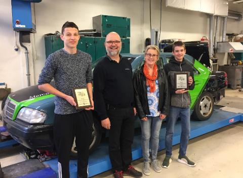 Prisvinnere: Kamil Kasza (t.v.) vant pris, Knut Magnussen fra Bertel O. Steen delte ut pris, Sylvia Hoff representerer BVS-ledelsen og Adrian Bråthe vant pris.