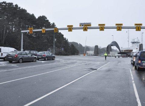 Trøbbel: Ferjetrøbbel skapar stadig problem for reisande mellom Ranavik og Skjersholmane.