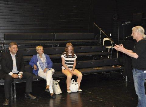 Behov: Teatersjef ved Figurteateret i Nordland, Preben Faye-Schøll og fylkesråd Ingelin Noresjø (t.h.) fortalte i 2015 daværende kulturminister Torild Widvey (i midten) om behovet for nye lokaler. T.v. fylkesleder i Høyre, Jonny Finstad.