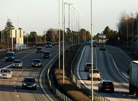 Motorvei: En rapport viser at en løsning slik som på bildet vil være vesentlig billigere for en fremtidig kryssing av Jeløy hvis en broforbindelse over fjorden lander i Gullholmsundet. foto: pål Andreassen