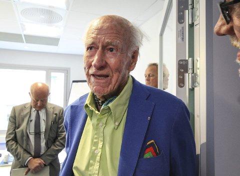 Ferdig med flyplasser: Nesten 1000 millioner kroner blitt investert på Moss lufthavn Rygge. Nå tar Olav Thon sin del av tapene. Han tror det ikke er mulig med en ny helprivat drift. Foto: Jon Gran