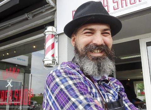 DAGENS NAVN: Riad Ademi (36) jobber som barberer i Moss. Gift, to barn .