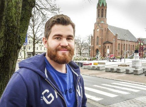DAGENS NAVN: Christian Dag Nilsen (26) er relativt nyutdannet prest ogfor tiden på jobb i Moss .