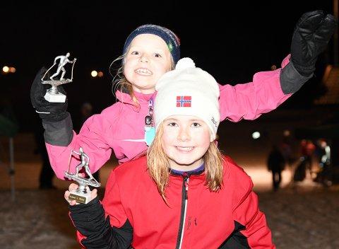 HØYT OG LAVT: Marte og Helene har fått sansen for Rustads skileiker, og var godt fornøyd etter å ha fått hver sin premie.
