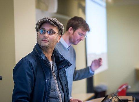 TILBYR GRATIS LEKSEHJELP: Ali Elmasoudi (t.v.) og Eivind Stodal står bak Lær.no, som tilbyr leksehjelp på universitetsnivå.