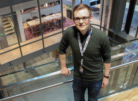 EN AV TRE: Markus Dæhlin (23) er en av tre andre som er ansatt som trainee i Sparebank 1 Regnskapshuset Nord-Norge.