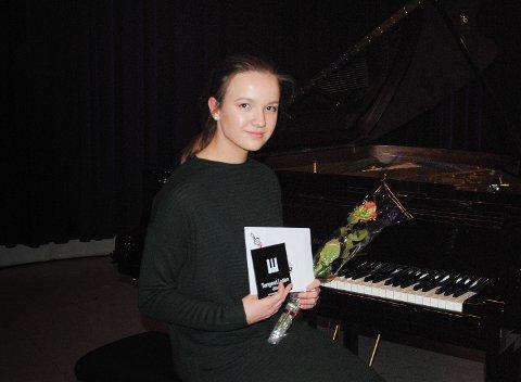 HELT TIL TOPPS: Maria Ringvold fra Søndre Land tok hjem 1. prisen i videregåendeklassen.