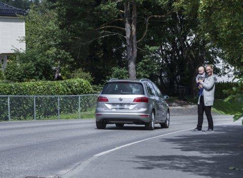 SKOLEVEI: ØB har tidligere skrevet om trafikksituasjonen ved Hebekk skole. Den er hyppig nevnt blant forslagene. Bildet er tatt i forbindelse med en tidligere sak