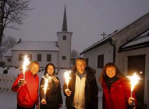 GJENTAR SUKSESSEN:  Denne gjengen var samlet til i Kroer kirke i fjor. Nå er det dags igjen. Fra venstre Svend-Kristian Martinsen, Ulrika Bergroth-Plur, Alexander Krohg Plur og prost Hege Fagermoen.