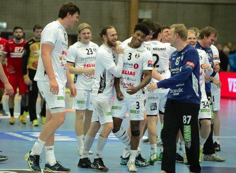 SMIL OG GLEDE: Elverum leverte en festforestilling og slo Dinamo Bucuresti 40-32 i Terningen Arena søndag kveld.