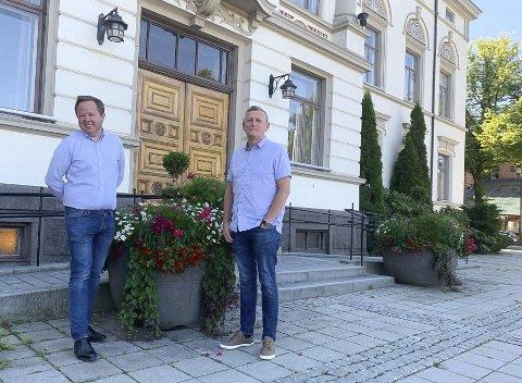 Rekordmye vedlikehold: Ordfører Robin Kåss og eiendomssjef Ole Henrik Lia er strålende fornøyd med at de har fått 16,7 millioner koronakroner til ekstra vedlikeholdsprosjekter. Kommunen spytter inn tilsvarende, og 2020 blir det store vedlikeholdsåret.