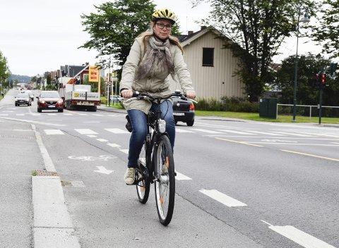 DRAHJELP: Prosjektleder Linda Engstrøm får drahjelp fra staten til å gjøre Hønefoss til en sykkelby.