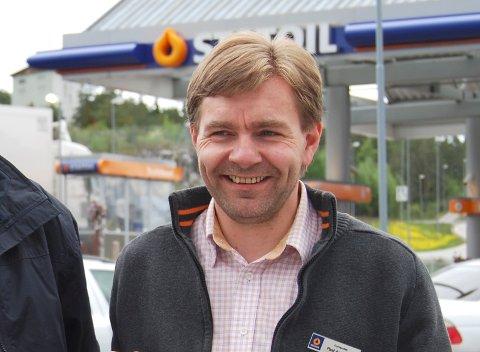 Paal Arnesen med Statoil-logoen bak seg som blir til Circle-K den 8. september.
