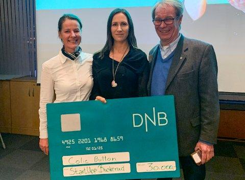 FORNØYDE: Siri Rua (t.v) er en del av Ringerike Næringsforenings mentorgruppe som har hjulet Eleni Larsen med å utvikle ideen. Svein Eystein Lindberg i Ringerike Etablerersenter til høyre.