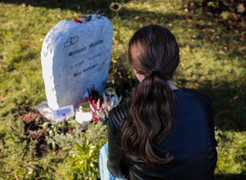 REDD: Karolina orker ikke lenger å besøke graven til datteren sin.