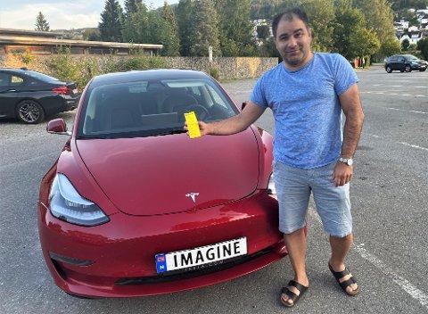 FIKK BOT: Hassan Jacobsen (45) mener han beviste at han hadde betalt for parkering, likevel må han betale boten.