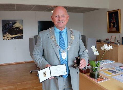 Fylkesordfører Roger Ryberg fra Tofte fikk hedersmedalje.