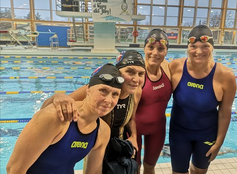 GULL: Ingrid Holst, Randi Larsen, Linn Krogh Hansen og Tone Grimsrud tok gull i nordisk mesterskap for masters i Finland.
