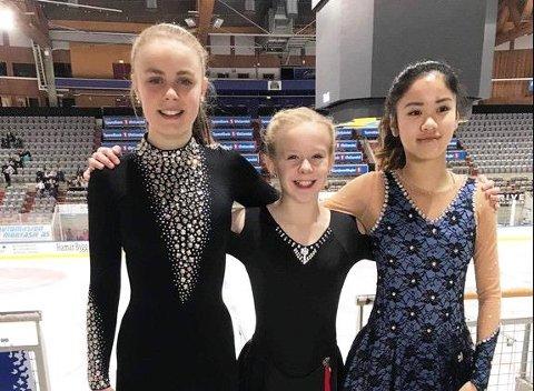 LOVENDE: Sarpsborg Skøyteklubb deltok med tre utøvere i norgescupen. Fra venstre Mia Røstad Schrøder, Victoria-Therese Bjune og Lily Truong. Foto: Privat